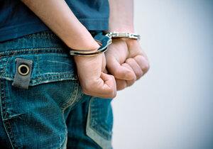 Recidivista (20) v celostátním pátrání ukradl mobil a přišel sám na služebnu strážníků.