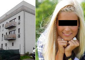 Aneta zemřela v tomto domě. Z jednoho z balkónu prý volal o pomoc zakrvácený přítel její kamarádky.