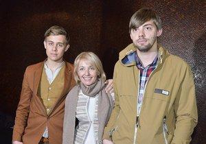 Veronika se svými syny Vincentem (vlevo) a Cyrilem. Vincent studuje v Anglii a Cyril se odstěhoval do Francie.