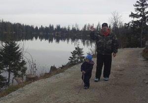 Richard Müller na procházce se synem Markusem