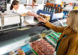 Pražské řeznictví prodalo 300 kg polského drůbežího masa se salmonelou. Většina je asi snědena