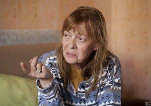 Jana Šulcová v Kobrách a užovkách hraje zbídačenou alkoholičku.
