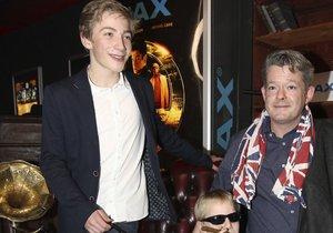 Aleš Háma na premiéře filmu Kingsman, kam dorazil se svými syny