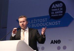 Útvar pro odhalování korupce a finanční kriminality se zajímá o ministra životního prostředí Richarda Brabce (ANO).