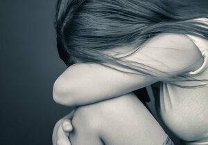 Znásilnění během výuky: Dívka tvrdí, že ji zneužil neznámý muž.