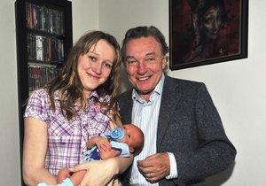 2010 - Karel Gott s dcerou Lucií a vnukem Vojtíškem