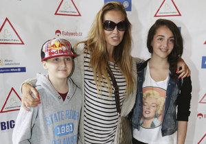 Martina se svými dětmi Antoniem a Jessikou