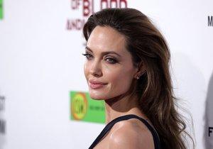 Angelina Jolie o sobě dala konečně vědět.