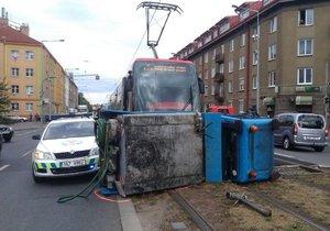 V Praze se srazila tramvaj s multikárou