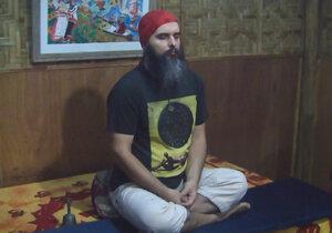Guru Jára ve svém ašrámu na Filipínách