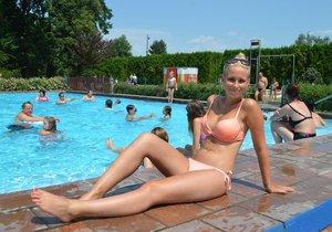 Tropy budou už na konci května. Veronika Bendová (24) u bazénu na Strakonicku