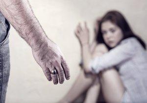 Domácí násilí zdaleka není jen problémem nižších vrstev. Ty vyšší o něm pouze nemluví, protože je to ostuda, tvrdí Klára O'Toole.