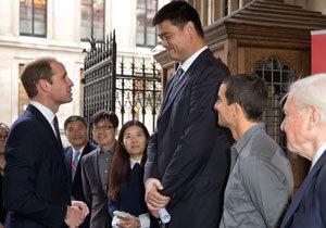 Princ William se setkal s nejvyšším mužem světa Yao Mingem.