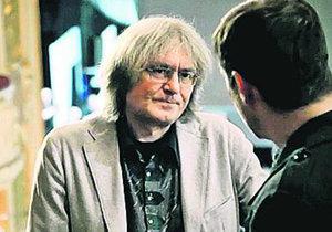 Odsouzený sbormistr Bohumil Kulínský si střihl roli v seriálu Místo zločnu Plzeň. Zahrál si příhodně vyslýchaného hudebníka.