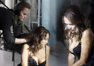 Lucie Vondráčková nafotila sexy kalendář na podporu nadace Debra.