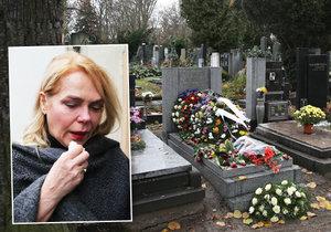 Havlová pochovala na jednom hřbitově oba manžely.