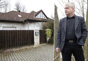 Josef Rychtář by rád na zahradě vykopal ostatky Ivetina psa.