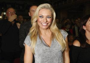 Moderátorka Lucie Borhyová byla hostem na koncertě Hany Zagorové a dobře se tam bavila.