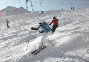 Na sjezdovkách dávejte pozor na další lyžaře.