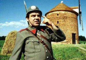 Erik Pardus jako strážmistr Zahálka v Četnických humoreskách
