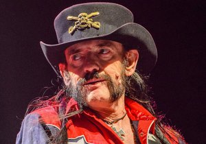 Lemmy Kilmister, kterého zabil nádor.
