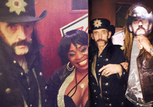 V černé uniformě u baru a ve společnosti dvou prsatic. Tohle jsou poslední fotografie Lemmyho Kilmistera.
