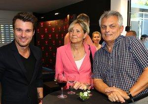 Leoš Mareš s tátou a jeho partnerkou