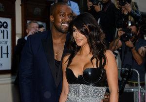 Kim Kardashian zveřejnila první foto svého malého synka Sainta.