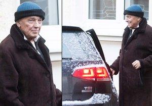 Karla přivezla z nemocnice svým autem manželka Ivana.