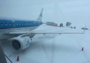 Sníh komplikoval dopravu na silnici i ve vzduchu. (ilustrační foto)