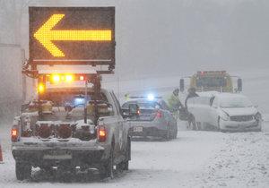 Silná sněhová bouře už dorazila do USA. Dotkne se života 50 milionů lidí, řada z nich je v hlavním městě Washigtonu D.C.