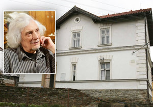 Až 15 měsíců po smrti Petra Hapky se dědictví dává po pohybu. Sedm skladatelových potomků už prodalo jeden z domů na Okoři. Podle informací Blesku za 7 milionů korun!