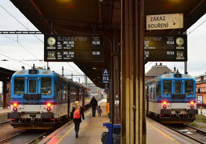 U kolejí v Kolíně našli mrtvolu mladíka: Zabil ho vlak?