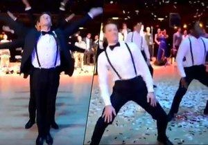 Dokonalý tanec pro nevěstu v podání ženicha a jeho přátel