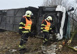 Vyboural se s autobusem plným dětí: Policie řidiče po půl roce obvinila!