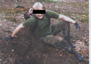 Dopadli vraha hledače pokladů! V Klánovickém lese ho zastřelil a zapálil