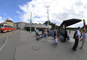 Obyvatelé si chtějí zvelebit okolí metra Strašnická.