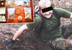 Vražda v Klánovickém lese: Denis před smrtí narazil na milion, šperky a zbraně