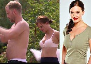 Hvězda seriálu Ohnivý kuře Kristýna Leichtová (30) se svléká jako na běžícím páse.