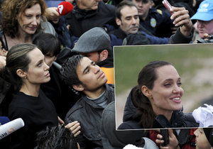 Angelina Jolie navštívila uprchlický tábor v Libanonu jako velvyslankyně dobré vůle OSN.