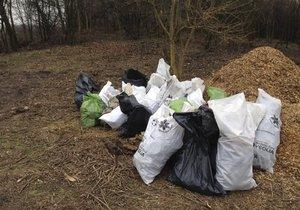 Na čakovický lesopark Havraňák se vrhlo 50 dobrovolníků. Naplnili až 300 pytlů odpadem
