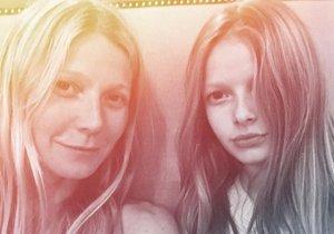 Gwyneth  Paltrow - na snímku se svou dcerou Apple - na svém blogu GOOP svého času psala o tom, že za zvýšený výskyt autismu, astmatu i rakoviny může používání šamponů. Kromě toho dětem dovolovala televizi jen ve francouzštině nebo španělštině.
