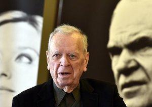Jeden ze signatářů, spisovatel Milan Uhde, vystoupil 23. března v Brně na tiskové konferenci k představení patronů a podporovatelů nového brněnského koncertního sálu. Projekt podporují mimo jiné pěvkyně Magdalena Kožená a spisovatel Milan Kundera (v pozadí na fotografiích).