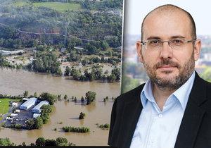 V rozhovoru pro Blesk.cz si ředitel pražské zoo Miroslav Bobek postěžoval na protipovodňové zábrany.