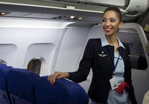 Letušky Air France se bouří proti povinnosti nosit při přistání v Íránu šátek.