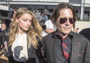Manželka hollywoodského herce Johnnyho Deppa Amber přiznala falšování. Prý byla unavená.