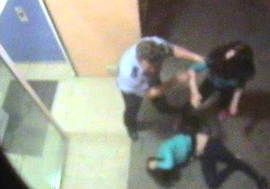 Policista v Sokolově napadl cizího muže: Za brutální útok mu hrozí deset let