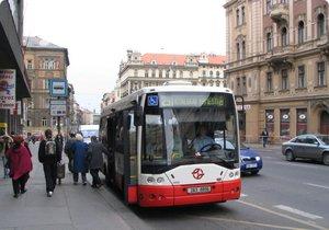 Budou mikrobusy brázdit Přední Kopaninu, nebo nebudou? O jejich osudu hlasují místní obyvatelé na webu městské části