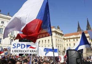 Protiislámská demonstrace Okamurovců na Hradčanském náměstí (28. září 2015)