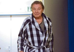 Karel Gott v nemocnici (archivní foto)